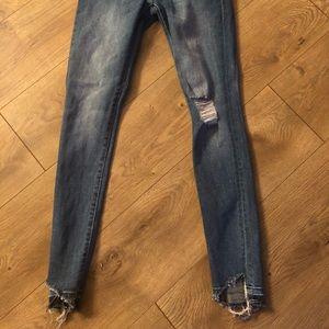 DL1961 cropped raw hem jean, barely worn